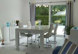 LEWIS – Table